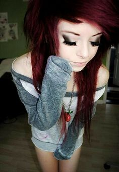 This is so fantastic! Scene hair. Grunge makeup.. i love this