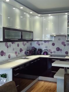 Lila konyha - purple kitchen cabinet