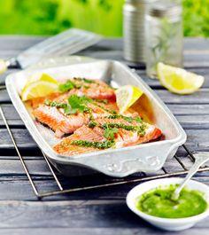 Grillattu lohi ja korianteripesto | K-ruoka  Kauniin vihreä korianteripesto valmistuu helposti ja maistuu ihanalta kalan kanssa. Kokeile myös leivän päällä tai pastakastikkeena. #grillaus