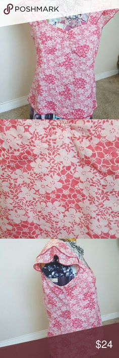 """Odille Anthropologie sweet cotton sz 6 Top Cotton top w tiny circle thread texture throughout....Red /pink super feminine top...gathered by bust center w /3flower buttons...flirty tiered shoulder sleeve... sz 6...17 """" UA-UA...21 1/2"""" T-B. Side zipper.. 💄👠👡💍👜👟🛍💄 Anthropologie Tops"""