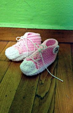 pink baby shoes - chrochet