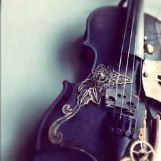 Steampunk Violin... :O