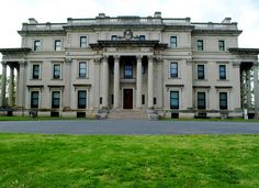 Vanderbilt Mansion ~ Hyde Park, NY Went here yesterday with my guy :) Old Mansions, Mansions Homes, Abandoned Mansions, Classical Architecture, Historical Architecture, Hyde Park New York, American Mansions, Second Empire, Grand Homes