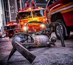 Firefighter Paramedic, Female Firefighter, Firefighter Photography, Firemen, Chicago Fire, Firefighting, Fire Dept, Save Life, Minecraft