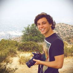 Can we just take a minute to appreciate Keaton and the camera.