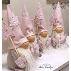 Ever since a visit to Denmark I really liked the Scandinavian Christmas gnomes (or tomte, nisse. Felt Christmas Decorations, Christmas Gnome, Primitive Christmas, Pink Christmas, Diy Christmas Gifts, Christmas Projects, Christmas Ornaments, Woodland Christmas, Felt Crafts