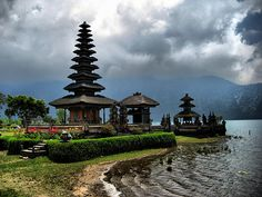 Cool Bedugul Bali Temple photos - http://bali-traveller.com/cool-bedugul-bali-temple-photos/