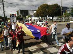 Protesta en República Dominicana pidiendo cambios en Venezuela pic.twitter.com/cbKxnMpQqn vía @osmarycnn