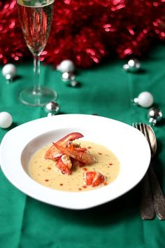 Homard au Champagne - Lobster in Champagne sauce. Lobster Soup, Party Finger Foods, Everyday Food, Fish And Seafood, Food Plating, Food Photo, Great Recipes, Champagne, Food And Drink