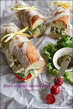 焼き立てバゲでサンドイッチランチ**Basil chicken sandwiches : Wagon Cafe
