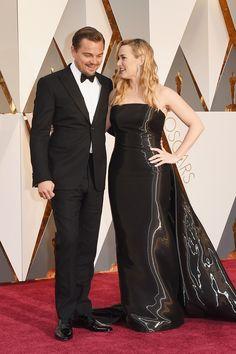 Kate Winslet dá apoio a Leonardo Di Caprio no Oscar