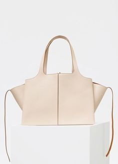 c752c2139bc1 Medium Tri-Fold Bag in Supple Natural Calfskin - Céline ファッション バッグ, バッグ・
