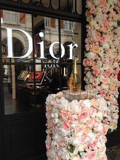Dior Flowers, Flower Installation, Table Decorations, Create, Furniture, Design, Home Decor, Decoration Home, Room Decor