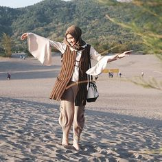 Take off your shoes and let's dancing and mingling with sand dunes dude! - I…