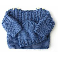 Pull en laine bleu et bonnet assorti