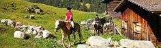 In Gargellen, dem höchstgelegenen Ort des Montafons (1423 m), liegt das Familienhotel Mateera mit Wellnessbereich, Fantasie-Werkstatt und einem eigenen Reitstall. Der #Reitstall glänzt mit schönem Reitplatz und Haflingern aus eigener Zucht. Die trittsichere und gutmütige Kleinpferderasse ist gerade für Kinder und Reitanfänger ein idealer Begleiter. #reiten #pferd #berge #familienurlaub #ferien #travel #horseriding #horse #ausreiten travelwithkids #vamosreisen