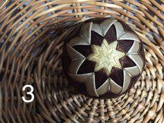 Dekorácie - vianočné patchworkové gule zlato-hnedé - 7147312_