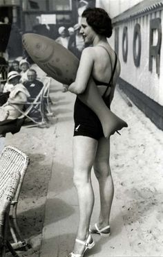 BYO fish, 1930s. #vintage #1930s #beach #swimsuits