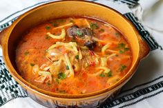 Ciorba de pui a la grec - CAIETUL CU RETETE Romanian Food, Soul Food, Thai Red Curry, Food To Make, Yummy Food, Cooking, Ethnic Recipes, Sweet, Home