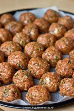 Reteta de Chiftelute la cuptor, fara prajire Romania Food, Musaka, Good Food, Yummy Food, Cooking Recipes, Healthy Recipes, Diy Food, Feta, Food To Make