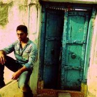 Allu Arjun First Look Still At Yevadu Shooting Spot