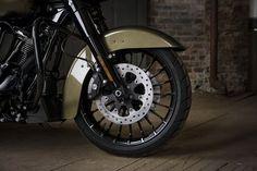 Harley-Davidson Road King Special front wheel details