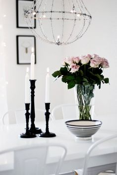 black candle sticks and wire chandelier and roses Interior Styling, Interior Decorating, Wire Chandelier, Chandeliers, Interior Inspiration, Design Inspiration, Ikea, Black Candles, Scandinavian Home