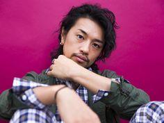 モデルから俳優、そして映画監督として活躍している斎藤工さん。最新出演映画『高台家の人々』では少女漫画から抜け出したようなエリートイケメンを熱演しています。 そんな斎藤さんですが実は、数年前までは映画業界で働くことを夢みな…