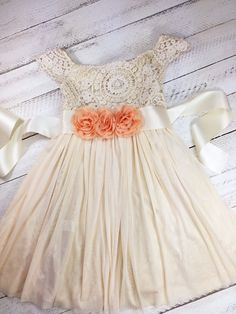 Peach flower girl dress, photo ideas for family pictures, birthday girl dress