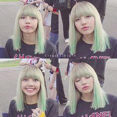 Lisa (blue hair is amazing on her! Kpop Girl Groups, Korean Girl Groups, Kpop Girls, Kim Jennie, K Pop, Square Two, Divas, Lisa Hair, Dead Hair