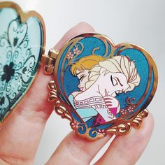 New favorite #disneypin : Ana & Elsa locket