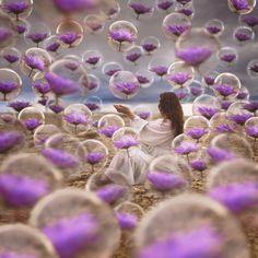 """""""Por favor espalhe amor, porque de dor e sofrimento o mundo está cheio..."""" Fotografia:Jenna Martin, que constrói, realidades oníricas alternativas através de sua fotografia conceptual"""