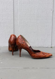 1950s Brown Hand Tooled Leather Stiletto Heels. Pin - Up Style.  Wedding.\ Fall Fashion