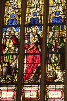 Katholische Kirche, ehemalige Klosterkirche St. Georg in Niederwerth im Landkreis Mayen-Koblenz (Rheinland-Pfalz), neugotisches Bleiglasfenster von 1873, rechtes Chorfenster; hl. Georg