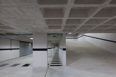 Edifício Cais do Cavaco waffle ceiling