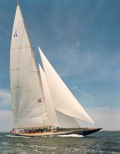 JK4 - Endeavour Classic Sailing, Classic Yachts, J Class Yacht, Sailboat Racing, Sailing Trips, Boat Art, Cool Boats, Yacht Boat, Sail Away