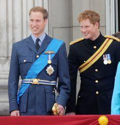 La Reine Elisabeth II avec ses petits-fils William et Harry