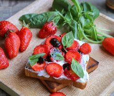 #Recette #Tartine de #fraises, #ricotta, #basilic et #Vinaigre balsamique