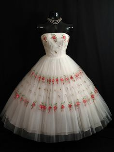 1950s Mary Carter Strapless White Dress: Embroidered Floral Roses, Sequins, and Tulle.