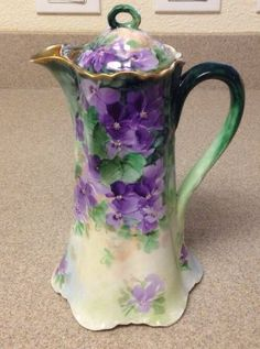 Haviland chocolate or coffee pot. It is 10 tall including the lid. It features hand painted violets. It is marked on the bottom Haviland France with Mark Antique Dishes, Vintage Dishes, Antique China, Tea Pot Set, Pot Sets, Chocolate Pots, Chocolate Coffee, Vintage Coffee, Vintage Tea