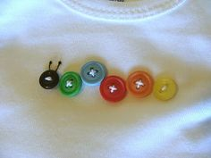 Make a Very Hungry Caterpillar out of buttons on a onesie or t-shirt for the the birthday boy/girl. Choose all green and red buttons of various sizes. Button Art, Button Crafts, Button Moon, Sewing For Kids, Baby Sewing, Baby Crafts, Crafts For Kids, Craft Projects, Sewing Projects