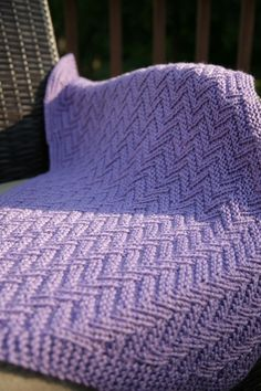 Ziggy-Zaggy is a reversible baby blanket, afghan, that could be also used as an adult blanket, throw or bedspread - that gives you a nice zigzag / diagonal texture.
