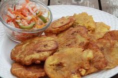 """Another must Haitian food: the fried plantain """"banan peze""""… this dish is so easy and quick to prepare that not to try it at least once in a lifetime is unthinkable… SIMPLE, … Plat Vegan, Clean Lunches, Haitian Food Recipes, Creole Recipes, Caribbean Recipes, Diy Food, Love Food, Entrees, Side Dishes"""
