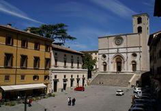 Todi, Piazza del Popolo und Duomo Santa Maria Assunta (Cathedral) | da HEN-Magonza