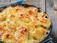 pomme de terre, bouillon, crème fraîche, reblochon, muscade, beurre, ail, oignon, poivre, Sel