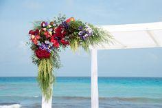 #gazebo #ceremonia #bodasenlaplaya #beachweddings #partyboutiquecancun #lgbtweddingscancun #prettyflowers #cancunbodas