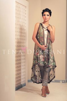 Maya Q101 Shop now: www.tenadurrani.com/maya For queries, orders and appointments kindly email at info@tenadurrani.com or contact +92 321232 4600. Visit www.tenadurrani.com to view the whole collection