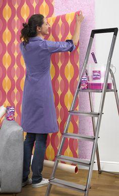 Tapezieren zählt zu den häufigsten Heimwerker-Arbeiten. Wir haben die Tipps & Tricks.