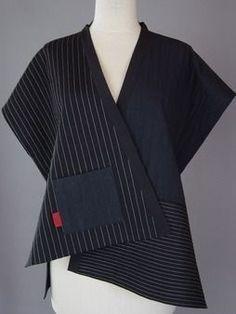 use sand washed rayon Wrapped Shoulder Vest in Black and White with Gold Tab Blouse Batik, Batik Dress, Batik Fashion, Fashion Sewing, Sewing Clothes, Refashion, Blouse Designs, Ideias Fashion, Fashion Dresses