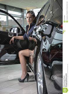 women-posing-on-cars-high-quality-clit-pics